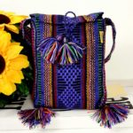 bj00079 Morral bolsa de mano artesanal medida 17×21 cm con pomponesmayoreo fabricante proveedor taller maquilador (1)