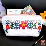 bs00116 Bolsa cosmetiquera artesanal bordada diseño de flores color blanco medida de 22x13cm aproxmayoreo fabricante proveedor taller maquilador (1)