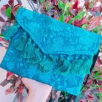 bs00188 Bolsa cartera artesanal bordada con pompones color aquamayoreo fabricante proveedor taller maquilador (1)