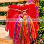 bj00158 Bolsa artesanal hecha a mano tejida con pompones de hilo color rojo medida de 26×29 cmmayoreo fabricante proveedor taller maquilador (1)